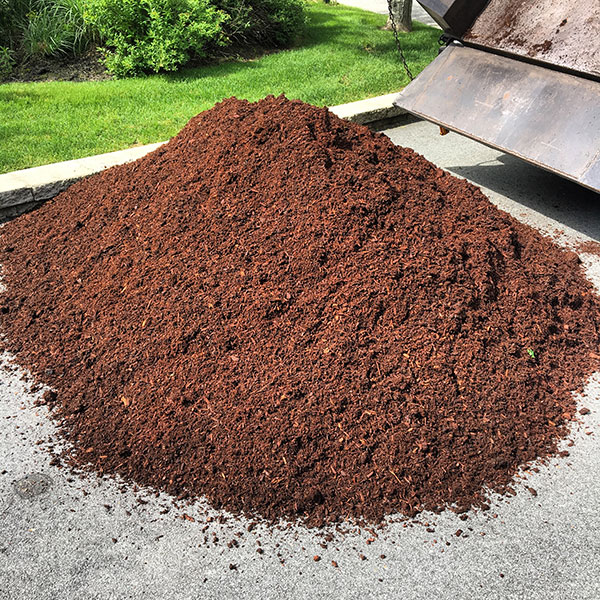 Hattoy's delivers mulch to RI